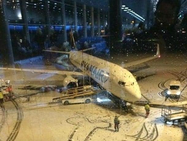 Ryanair disegno hot sulla neve in aeroporto