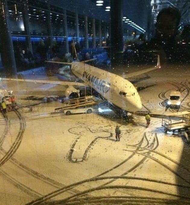Ryanair e il pene disegnato sulla neve